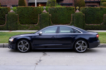 2015  Audi S8 side view