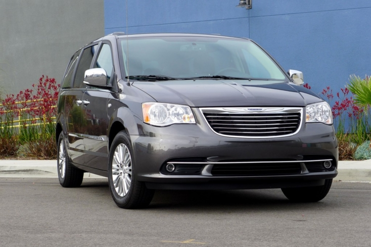 2014 Chrysler Town & Country front view