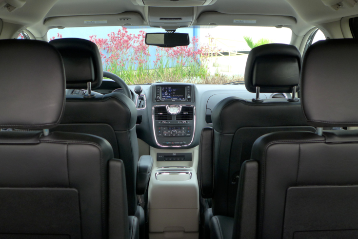 2014 Chrysler Town & Country interior