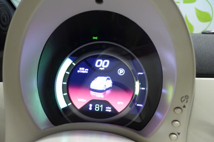 2014 Fiat 500e display detail