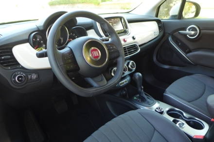 2016 Fiat 500X Lounge FWD interior view