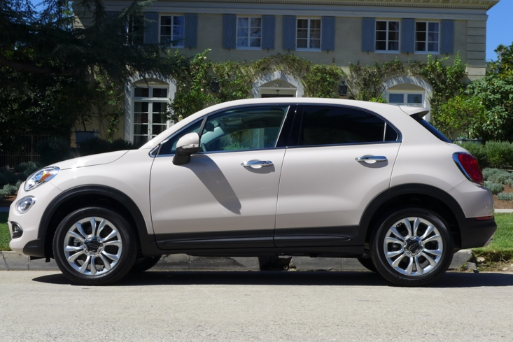 2016 Fiat 500X Lounge FWD side view