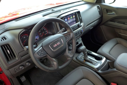 2015 GMC Canyon dashboard