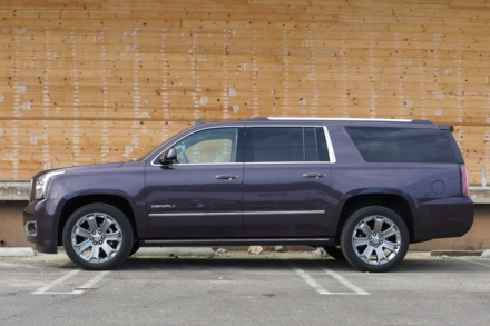 2016 GMC Yukon XL Denali 4WD side view
