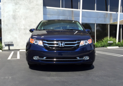 2015 Honda Odyssey 5-Door Touring Elite front view