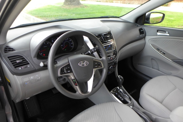 2015 Hyundai Accent dashboard