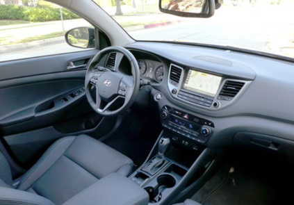 2016 Hyundai Tucson Limited FWD interior view