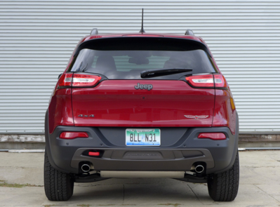 2016 Jeep Cherokee Trailhawk 4x4 rear view