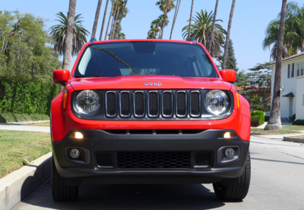 2016 Jeep Renegade Latitude 4x4 front view