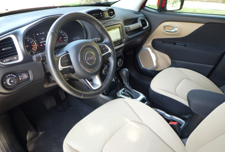 2016 Jeep Renegade Latitude 4x4 interior