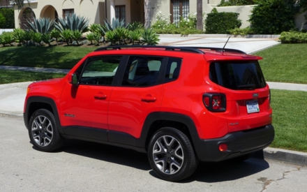 2016 Jeep Renegade Latitude 4x4 side view