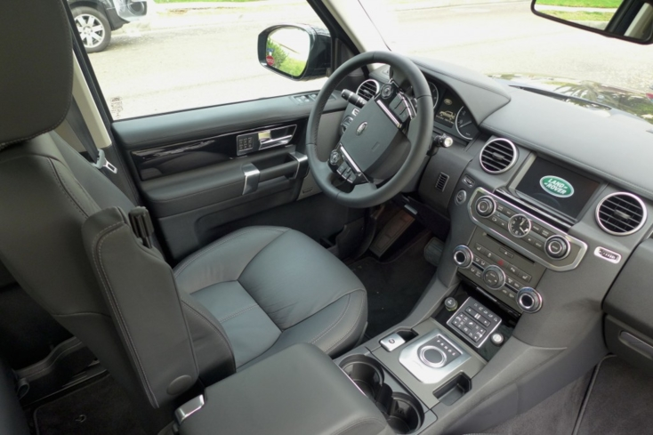 2014 Land Rover LR4 interior