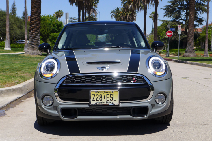 2015 Mini Cooper S Hardtop 4 Door front view