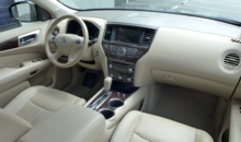 2013 Nissan Pathfinder Platinum 4x4 interior view