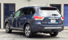 2013 Nissan Pathfinder Platinum 4x4 rear view