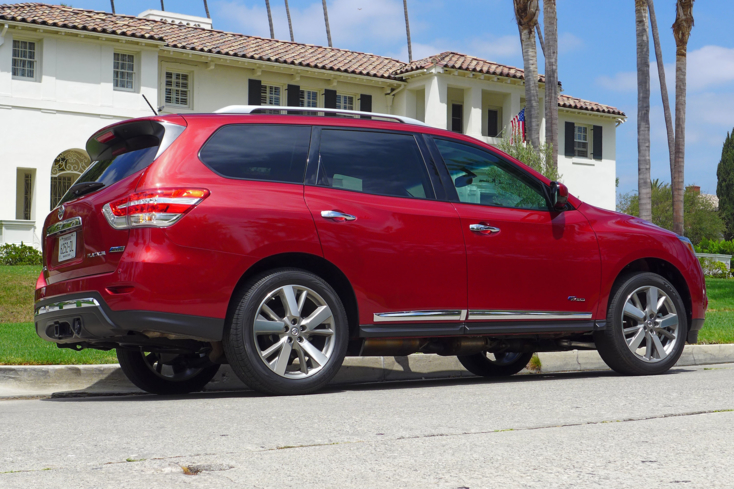 2014 Nissan Pathfinder Hybrid Platinum 4X2 back view