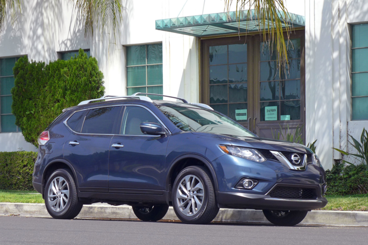 2014 Nissan Rogue front view
