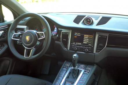 2015 Porsche Macan interior view