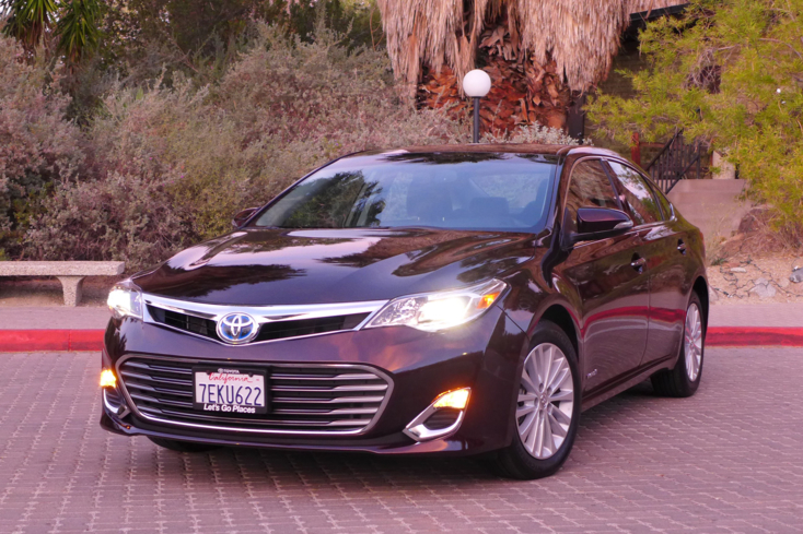 2015 Toyota Avalon Hybrid front view