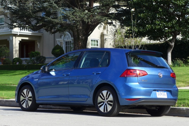 2015 Volkswagen e-Golf back view