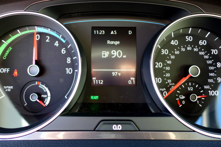 2015 Volkswagen e-Golf gauges