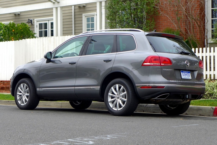 2015 Volkswagen Touareg V6 rear view