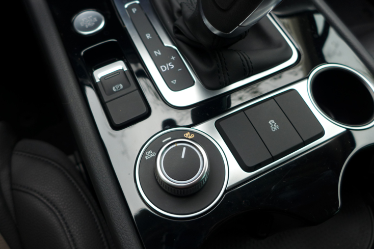 2015 Volkswagen Touareg V6 switch detail