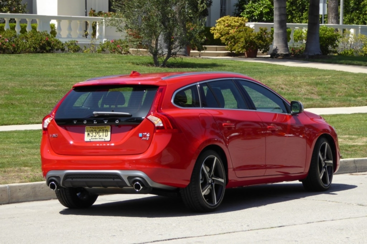 2016 Volvo V60 T6 R-Design back view