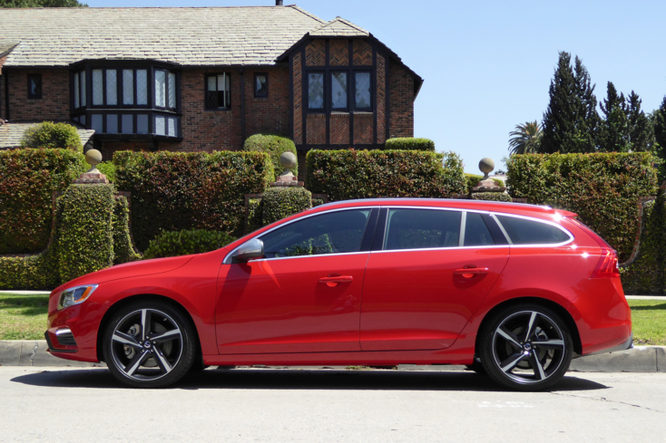 2016 Volvo V60 T6 R-Design side view