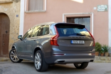 2016 Volvo XC90 T6 rear view