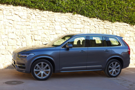 2016 Volvo XC90 T6 side view