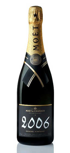 Champagne Moët & Chandon 2006 Grand Vintage has aromas of peach, mango and banana