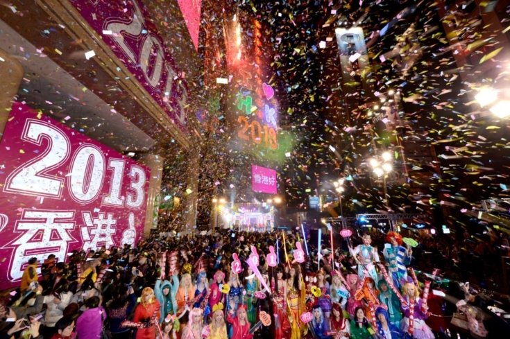 People fill Time Square in Hong Kong on New Year's Eve