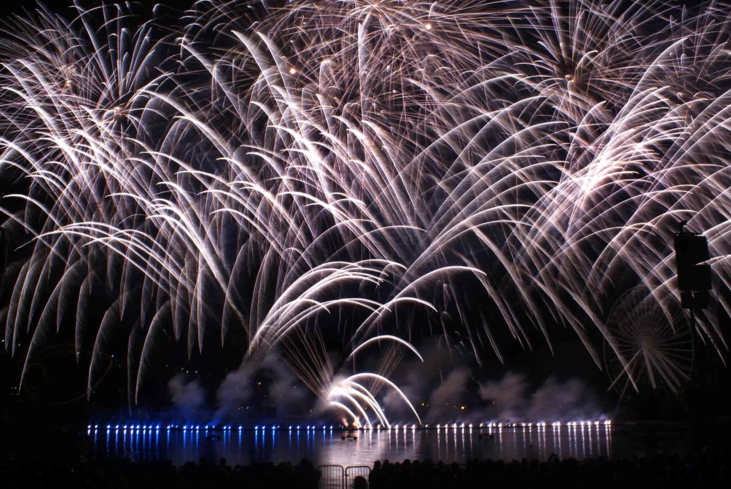See the night sky ignite during Montréal's L'International des Feux Loto-Québec