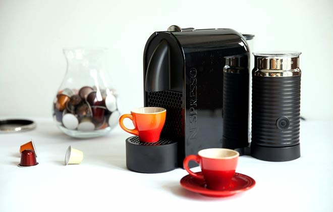 Make your favorite style of espresso with the dual-setting, automatic Nespresso Inissia