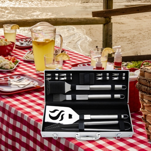 The Cuisinart 14-Piece Stainless Steel Grill Set is handy, sturdy and elegant
