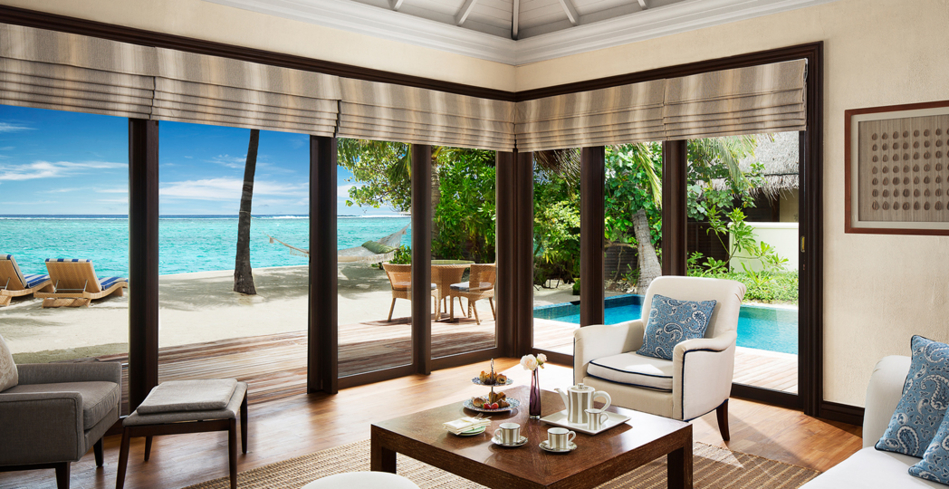 The one bedroom beach suite living room