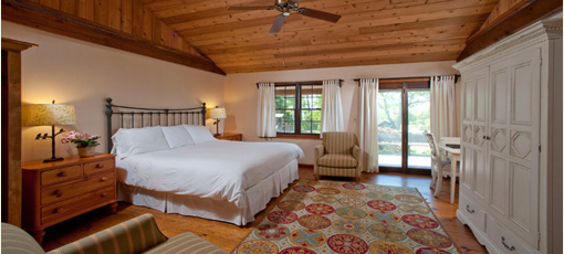 A guest room at Hampton Maid in Hampton Bays, New York
