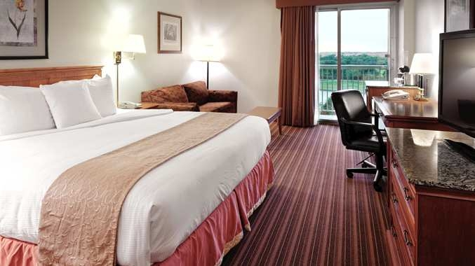 One of the rooms at the DoubleTree by Hilton Hotel Dallas Farmers Branch.