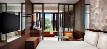 The King Bed Business Room at Crowne Plaza Changi Airport