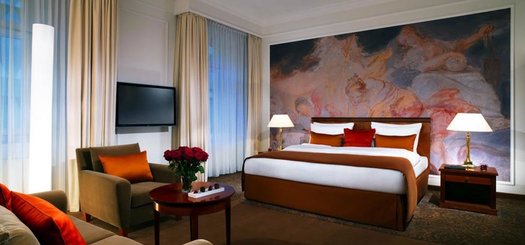 The executive room at the Kempinski Vier Jahreszeiten
