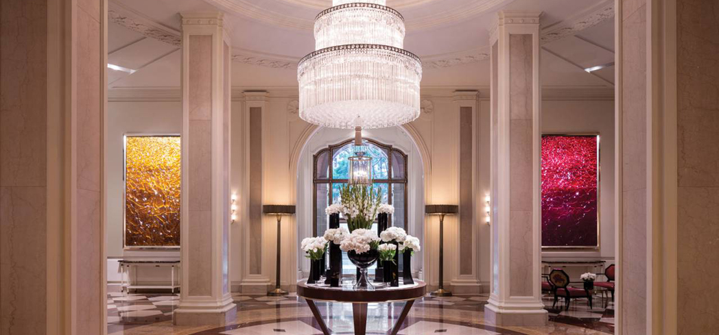 This stately hotel has been a landmark in Beverly Hills since 1928