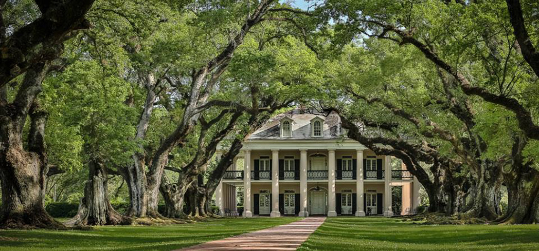 Oak Alley Plantation was beautifully restored in 1925