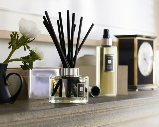 Jo Malone Diffuser Sets come in a variety of essential oils like refreshing Lime Basil and Mandarin