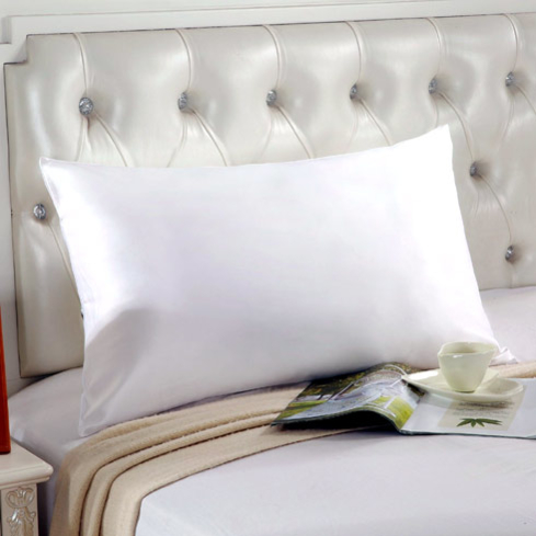 This comforting and age-defying pillowcase is made of 100 percent pure 22 momme silk