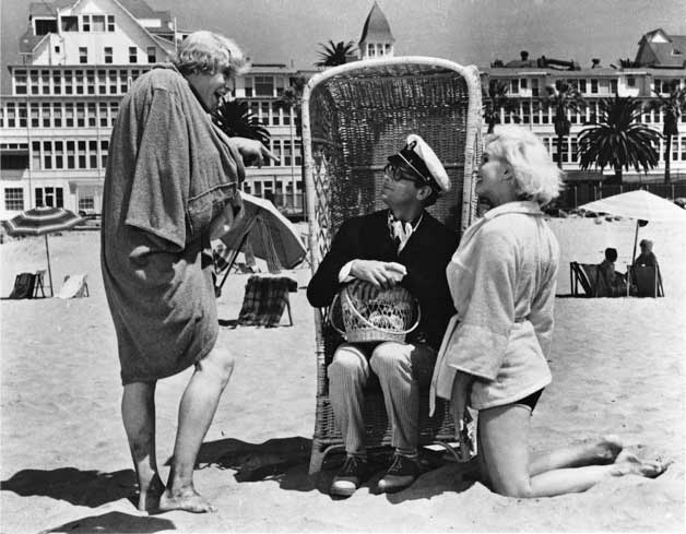 Marilyn Monroe, Tony Curtis, and Jack Lemmon in Some Like It Hot