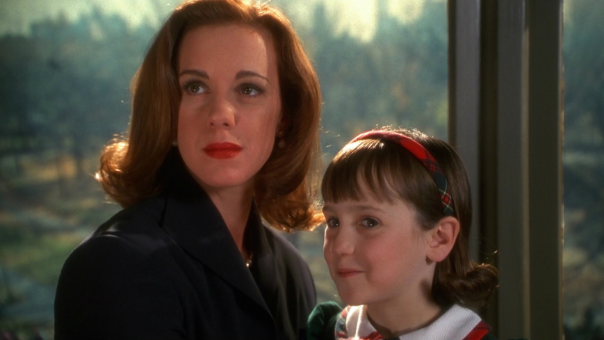 Elizabeth Perkins and Mara Wilson in Miracle on 34th Street