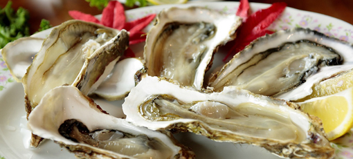 Check out GAYOT's guide to pairing the right kind of oyster with the perfect wine