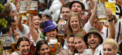 Raise a stein at Oktoberfest celebrations across the US - Photo by Christof Stache