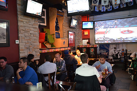 Hoops Sports Bar & Grill in Toronto